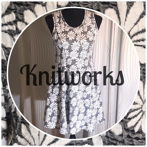 Knitworks Dresses & Skirts - Knitworks-Fit & Flare Sleeveless Wh. Daisies Dress
